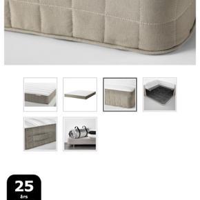 Lækker seng fra IKEA, modellen der hedder MALM. Sengen er 160 bred og har 4 skuffer til opbevaring under sengen. 8 måneder gammel, incl madras, sælges pga flytning.  Nypris 4350kr