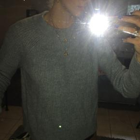Flot lyseblå sweater fra h&m. Sælges billigt. Aldrig brugt