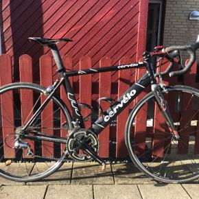 Cervelo cykel fra Bjarne Riis' Tour hold. Meget pæn stand. Brugt få gange. Skal ses.