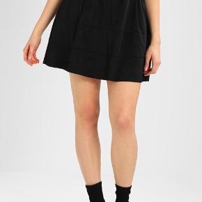 Sort velour nederdel brugt få gange:)