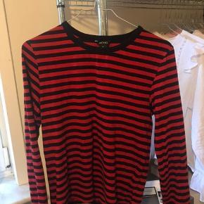 Rød og hvid stribet langærmet trøje fra monki