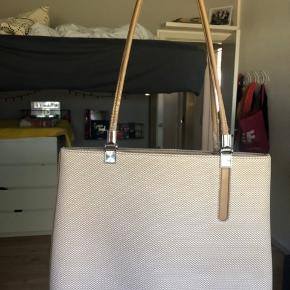 Brugt sandfarvede håndtaske fra Dior