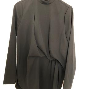 """Bluse fra Malene Birger.  Style: """"Celestial""""  Brugt få gange og fejler intet."""