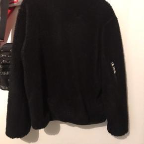 Sælger denne mega lækre Wood Wood x champion jakke, den er perfekt til vintertiden som vi går i møde!    BYD