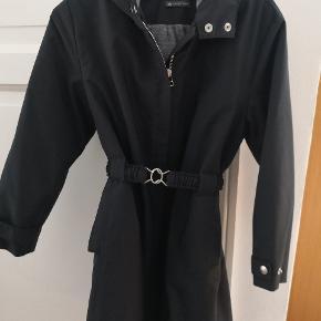 Super fin sports jakke fra søstjernen. Rigtig fin stand. Str. 3 svare til 6 år. Min pige har brugt den da hun var 6-7 år. Jeg har 2 stk i str. 3.
