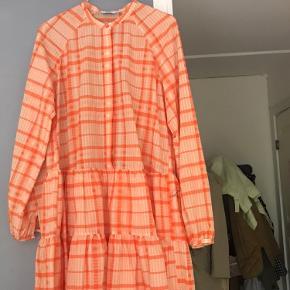 Kjole fra Envii, aldrig brugt! Fra røgfrit hjem. Fast pris! 😁 Køber betaler fragt Str s