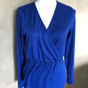 Super udsalg.... Jeg har ryddet ud i klædeskabet og fundet en masse flotte ting som sælges billigt, finder du flere ting, giver jeg gerne et godt tilbud.. 🌟🌟🌟🌟 Smuk blå Only bluse str S☀️ * brugt 2 gange - som ny