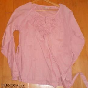 Varetype: Bluse NY Farve: Rosa Oprindelig købspris: 449 kr.  Yndig bluse  Bryst 2*51   #30dayssellout