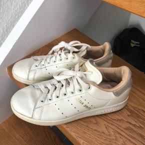 Super fede Adidas stan Smith sneakers. Købt på mytheresa og er i ægte læder. Godt brugt