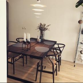 Spisebord fra Ilva 160x95 cm Røget eg med sort stel