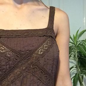 Meget flot brun vintage kjole. -tjek min profil ud