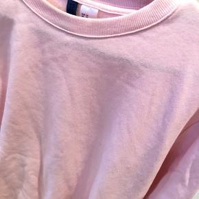 Sweateren er en mande str xs så den passer ca. En str medium til piger også derfor er str er markeret som str 38