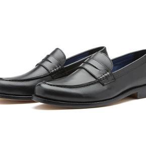 Sælger disse lækre og stilede loafers fra det populære engelske modemærke Chatham. De er aldrig brugt og kostede 1300,-  Byd!