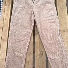 Lysebrune fløjsbukser fra Zara