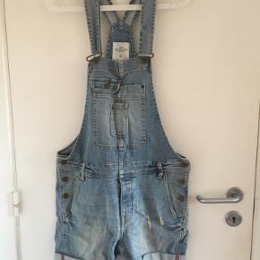 Korte overalls fra H&M. I fin stand - jeg er åben for bud 🌼