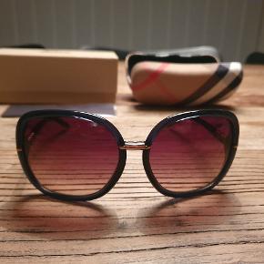 Flotte burberry solbriller style 4115 3307/13, etui, boks + pudseklud. Aldrig brugt og får dem ikke brugt, derfor salg