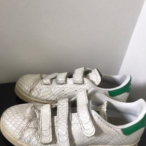 Fede sneakers med velcro. Str 40 2/3. Næsten som nye.