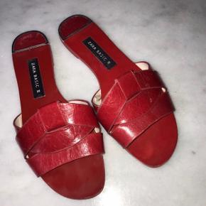 Fine sandaler fra Zara Er en str 36, men de er store i str.  Kan passes af en 37  Se mine andre annoncer og spar porto. Har en masse fra bl.a. Zara, Ganni, Munthe, H&M, vintage ting og meget mere🌸🛍