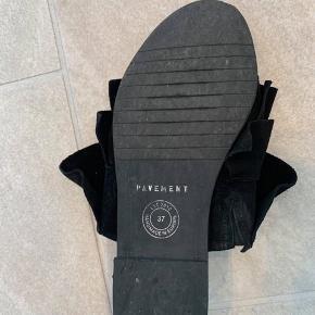 Sælger disse fine sandaler fra Pavement i en str. 37 ✨ i rigtig fin stand.  Jeg bytter IKKE.