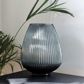 Stor, smuk vase fra H&M Home 30 cm 📍 Kan afhentes på Christianshavn