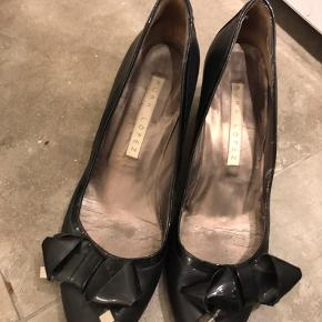 Stiletter i fin læder med chunky hæl