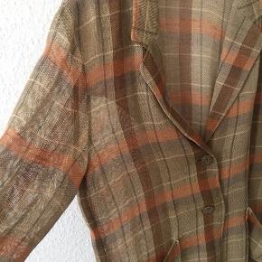 Cool net vintage i gennemsigtig materiale. Virkelig et nice fit oversize fit uden at se for stor ud. Købt i Tokyo.