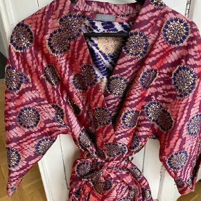 Unmade Copenhagen kimono