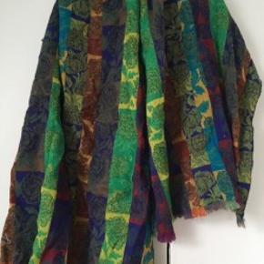 Stort uldent tørklæde fra Kenzo i farverne blå, grøn, sort, rød, hvid, brun m.m.  Sælger også lækker sweater fra samme mærke str m-l