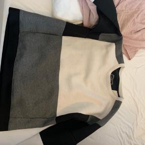 Lækker Malene Birger Sweater. Nypris 1000 kr
