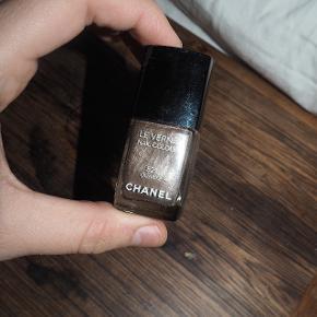 """Chanel i farven """"Quartz"""", næsten ikke brugt."""