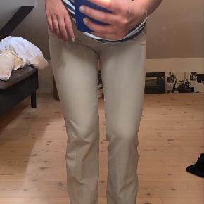 Sælger mine populære design by si bukser i beige. Får dem desværre ikke brugt.  Plus fragt