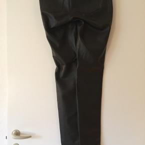 Imiteret læderbuks.