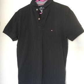 Lækker Tommy Hilfiger polo t-shirt str. MNSN/GMB  Nypris 600,00 kr.