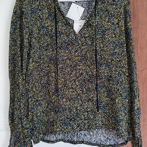 Rigtig fin bluse i let og dejlig kvalitet