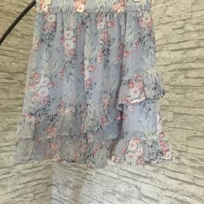 Denne super lækre nederdel fra only sælges! Brugt meget få gange! Str. Small Np omkring 250-300kr Mp 180kr 🌸🌸🌸🌸🌸🌸🌸🌸