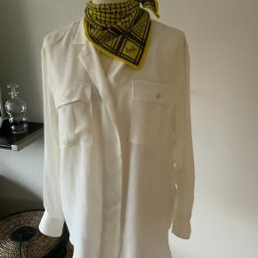 Sælger det lille skønne Lala tørklæde i smuk farve og i 100% Cashmere... tørklædet er en str. xs  Bytter ikke.