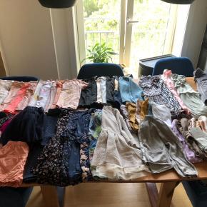 Kæmpe pige tøj pakke 🌸  Har sorteret ud i min datters tøj 🙈  Der er mærker som : Christina Rohde , Hummel, EnFant , PDL , Wheat , Marmar, PBSS mfl  Pakken indeholder : 7 langærmede kjoler  4 kortærmede kjoler  9 nederdele  1 par shorts  6 par leggings  7 par strømpebukser  1 cardigan  9 langærmede trøjer  8 T-shirts  4 toppe 1 Termo sæt   🌸🙏❤️