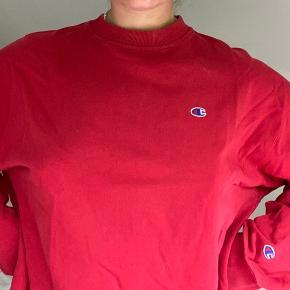 oversized sweatshirt fra champion med logo på bryst og ærme 🥰 byd