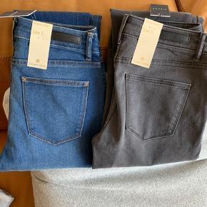 2 par Pieces jeans - aldrig brugt, stadig med prismærke. Begge par for 100kr