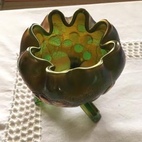 Sælger denne skønne slikskål i de smukkeste farver og helt uden afslag.Køber betaler fragt
