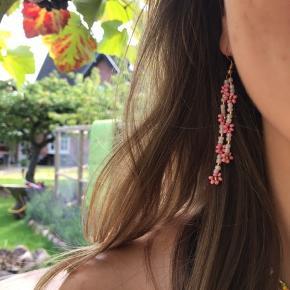 PHIA håndlavede smykke. Rosa tassel blomst ørering. Kan bestilles i flere farver