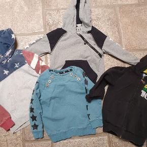 4 sweather str 98/104. To af dem er fra Kools. H&M og Ben 10. 2 af bluserne har pletter. Ikke forsøgt fjernet. 35 kr for alle. Afhentes i Alslev mellem Varde og Esbjerg eller sender med DAO på købers regning.
