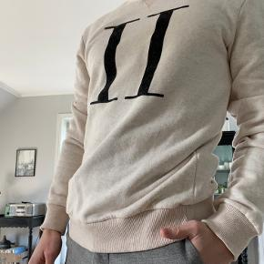 Brugt 1-2 gange. Sweatshirten er en medium og sidder lidt stramt på kroppen💪🏽 Cond: 10/10