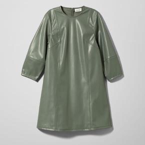 Helt ny kjole fra Weekday Med prismærke   #secondchancesummer