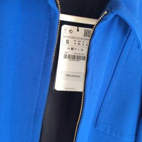 Sælger den fedeste blå jakke fra Zara, i farven 36 (S) 💙💙💙