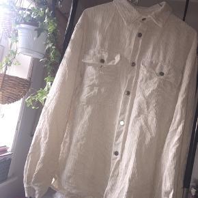 Skjorte fra Zara - sidder lidt oversize på en M.   #30dayssellout