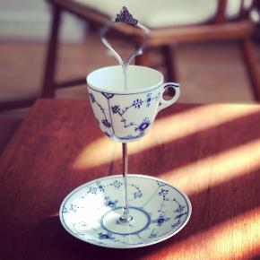 """Musselmalet opsats lavet af tallerken og kop fra Royal Copenhagen☕️💐Så fin som """"slikskål"""" eller til smykker🌸   250kr  Forsendelse 50kr  Prisen er fast! #royalcopenhagen #musselmalet #musselmaletopsats"""