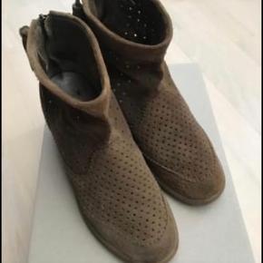 Støvler fra Isabel Marant str 39 Fremstår uden skader eller mærker  Bytter ikke