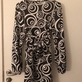 Vintage lårkort kjole med bindebånd i taljen  Køb 3 ting fra min profil og få den billigste ting med gratis😍