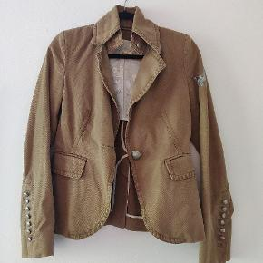 Nice brown/olive jacket with military inspirations. The jacket is in good shape. Don't hesitate to ask for mor information!